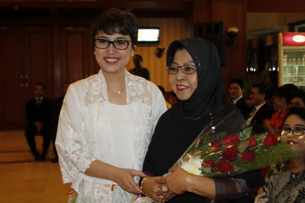 Ibu Waldjinah & GM The Sunan Retno Wulandari