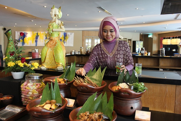 Fashion and Luncheon The Sunan Hotel Solo
