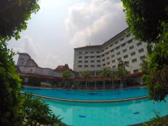 Pool the sunan hotel solo