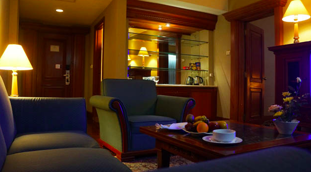 the sunan hotel solo suite room