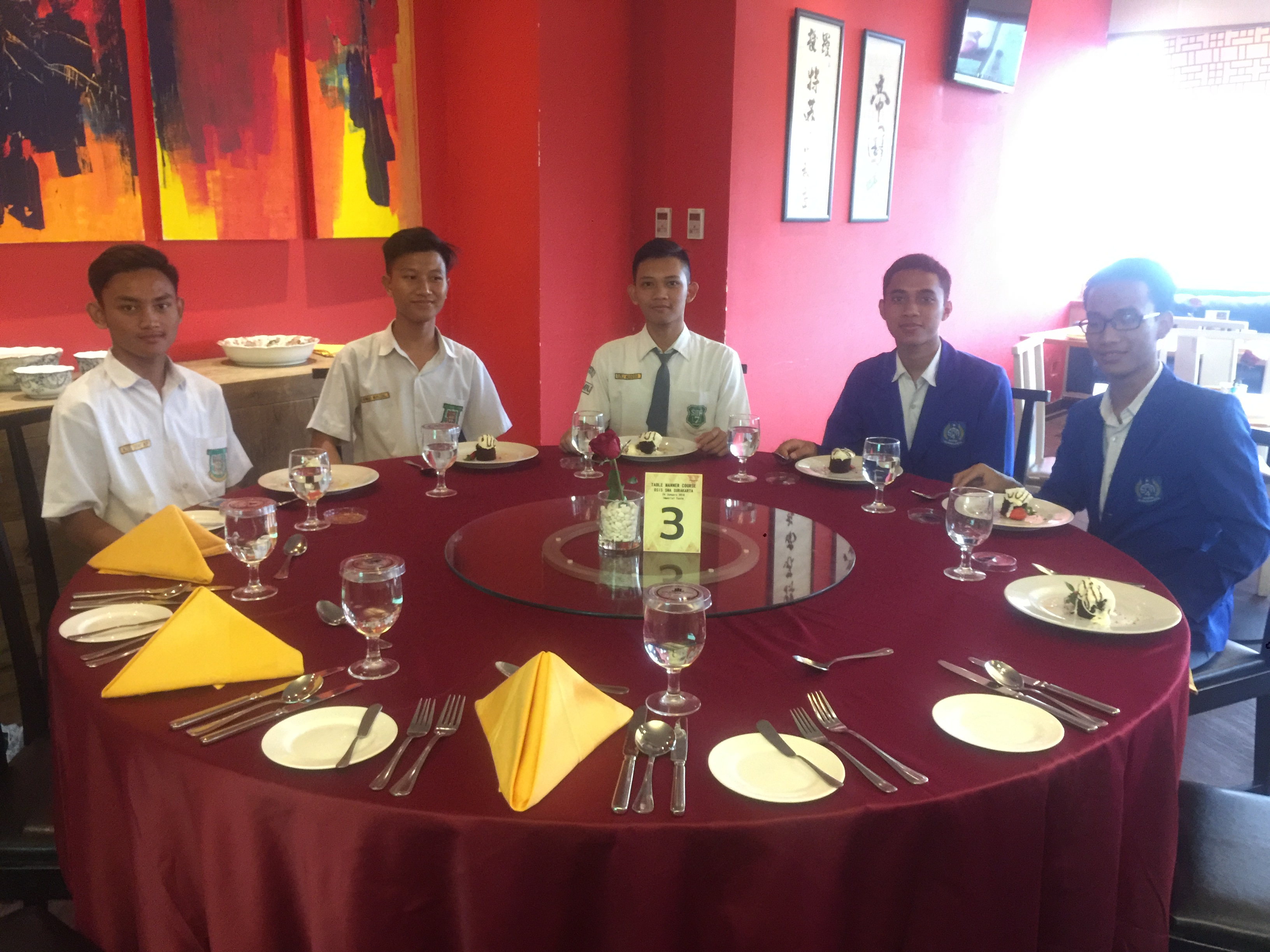 Table Manner SMA Surakarta with The Sunan Hotel Solo