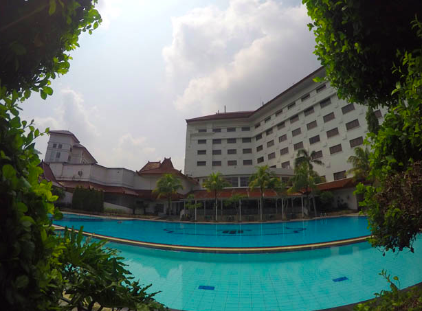 Pool the sunan hotel solo